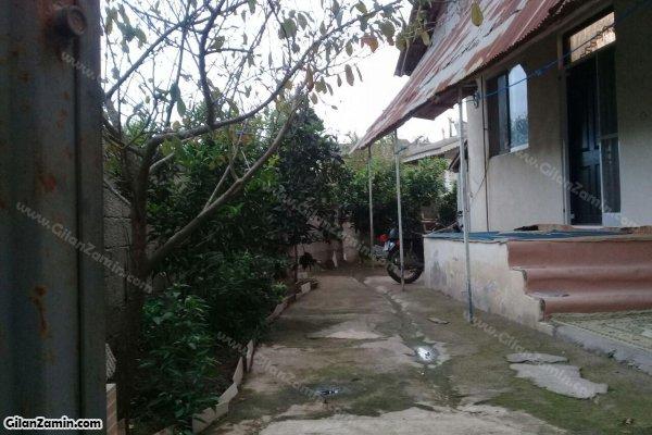حیاط ساختمان پشتی