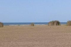 زمین ساحلی بر اول دریا