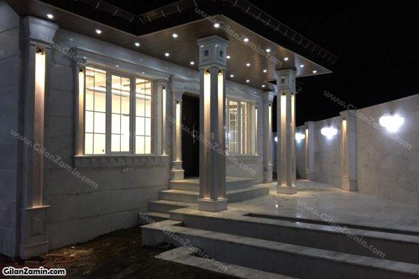 درب ورودی در شب