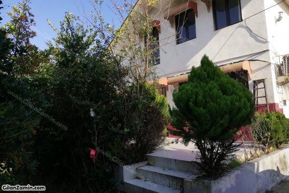 ویلاسنتی حیاط دار