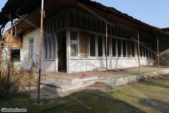 خانه کلنگی نزدیک میدان شهر