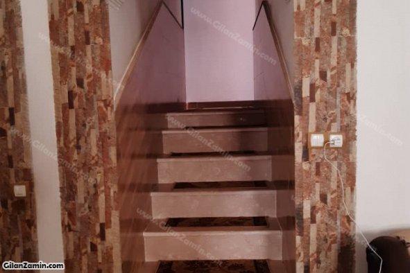 راه پله به اتاق خوابها